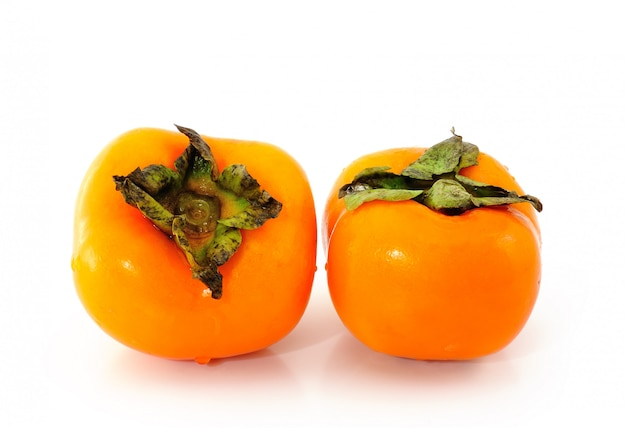 白い壁の柿