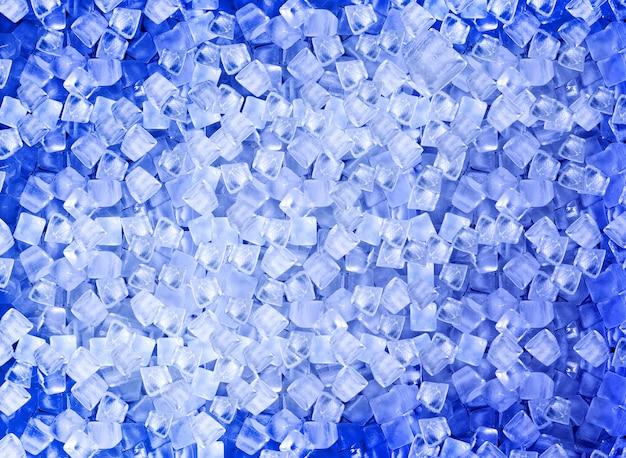 Стена с кубиками льда в голубом свете