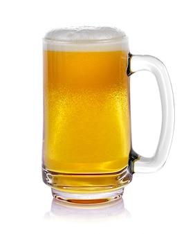 Кружка свежего пива с изолированной крышкой из пены