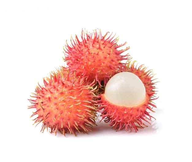 Свежий рамбутан сладкий вкусный фрукт, изолированные на белом пространстве