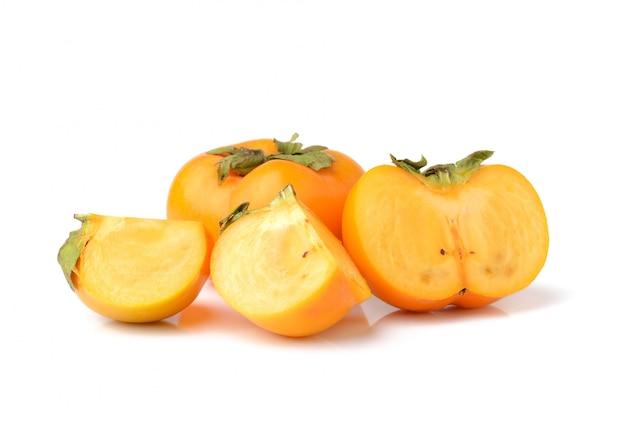 ホワイトスペースで分離された熟した柿