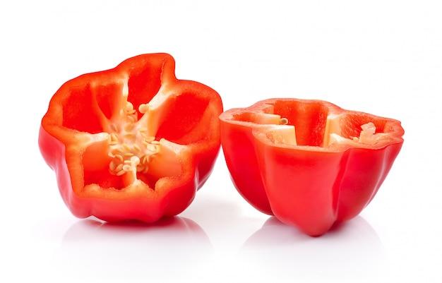 Изолированные ломтики красного перца