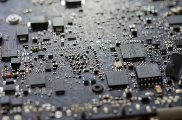 ノートパソコンの回路基板
