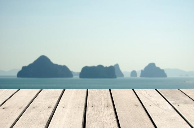 木製の海の空のトップ