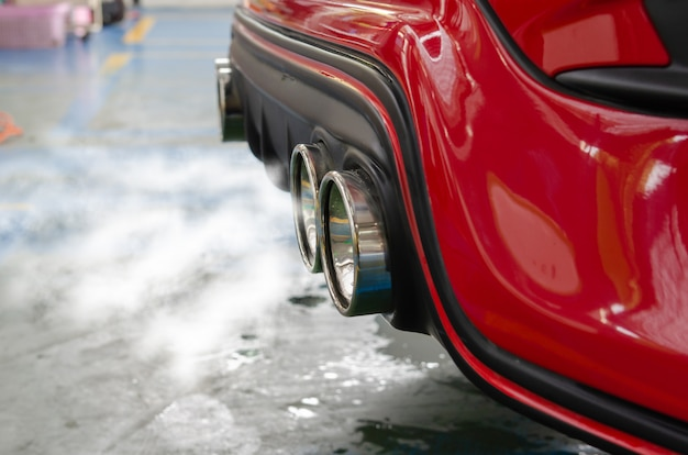 車の排気煙