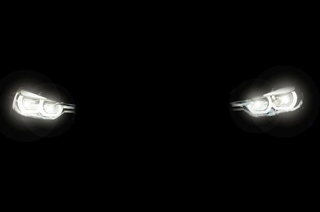 現代の車のヘッドライト