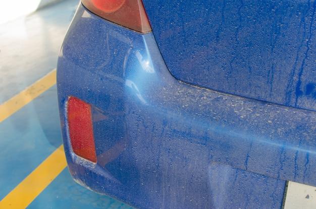 車の裏の汚れ