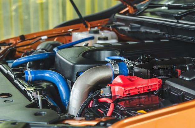 車のエンジン