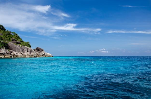青い海シミラン