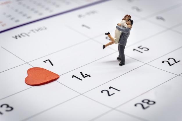 ミニチュアカップル立っているカレンダー