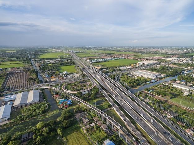 バンコク市内の高速道路の航空写真