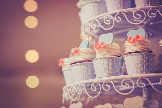 結婚式のカップケーキ。