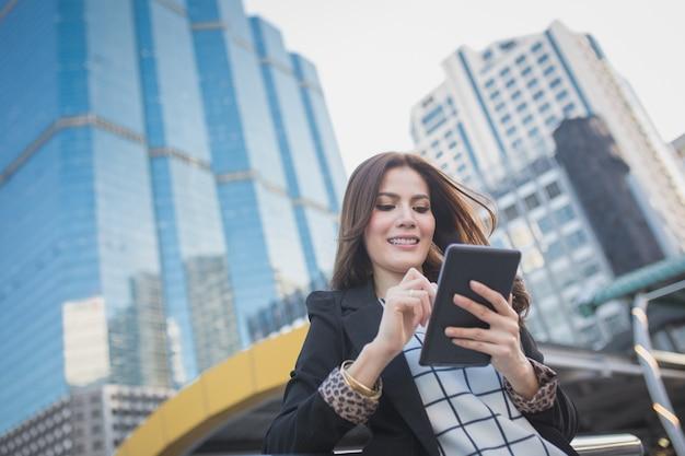 成功したスマートビジネスの女性の肖像