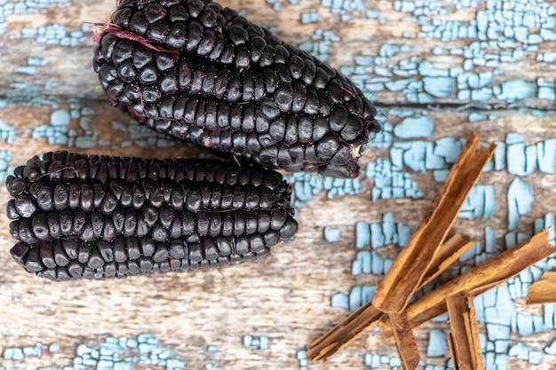 紫色のトウモロコシの唐辛子のビュー