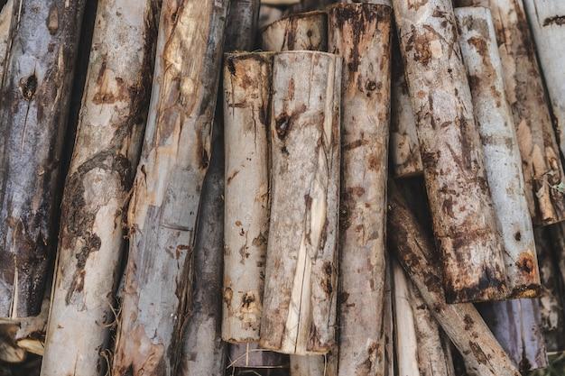薪を作るための木材のスタック
