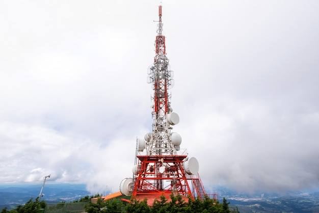 衛星パラボラテレコムネットワークアンテナ。