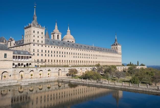 Королевский монастырь сан-лоренсо де эль эскориал, мадрид, испания.