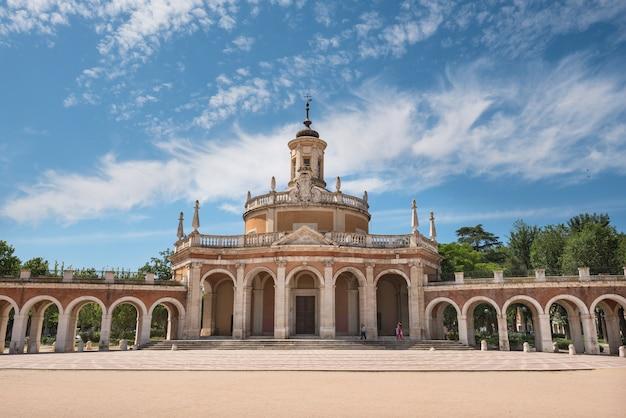 Аранхуэс знаменитая достопримечательность, церковь сан-антонио-де-падуя, мадрид, испания.
