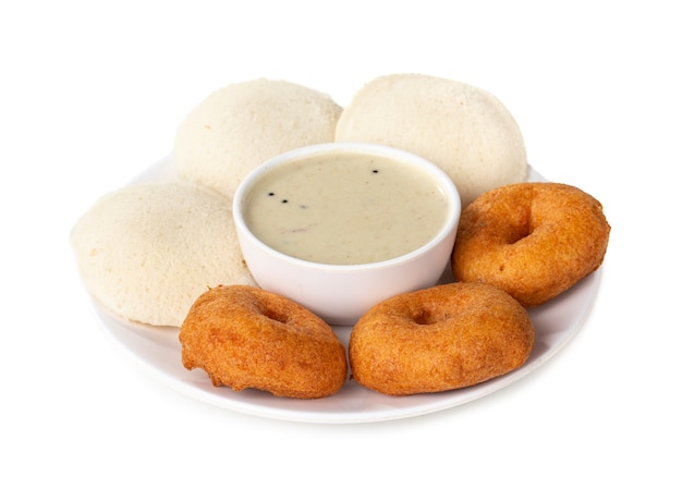 イドリ、サンバー、ヴァダ、ココナッツチャツネ、南インドの朝食