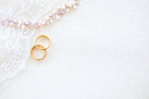 結婚式やバレンタインコンセプトの美しいフラットレイアウトの背景