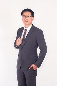 ジャケットスーツを着ているアジア系のビジネスマンの肖像画