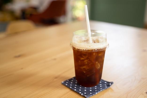 Ледяной кофе на столе