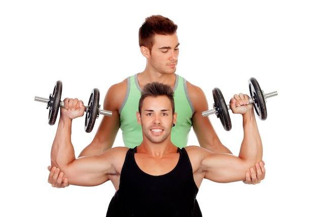 友人の重さを持ち上げる
