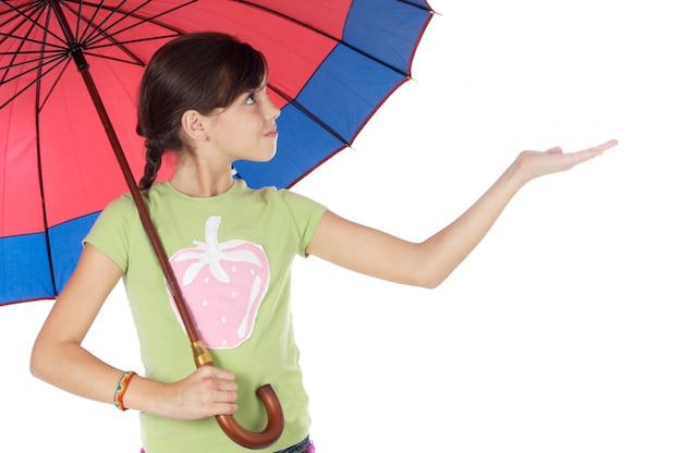 かわいい女の子の腐った傘の上に白い背景