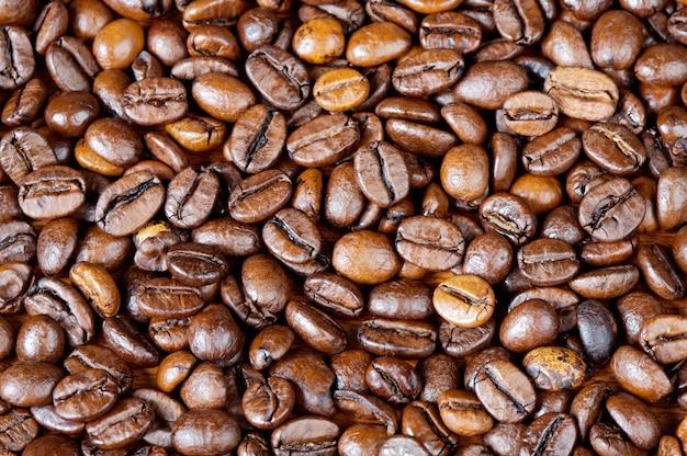 コーヒー豆の背景(最初の飛行機でのフォーカス)
