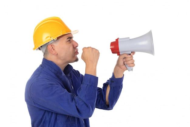 黄色いヘルメットとメガホンの建設労働者