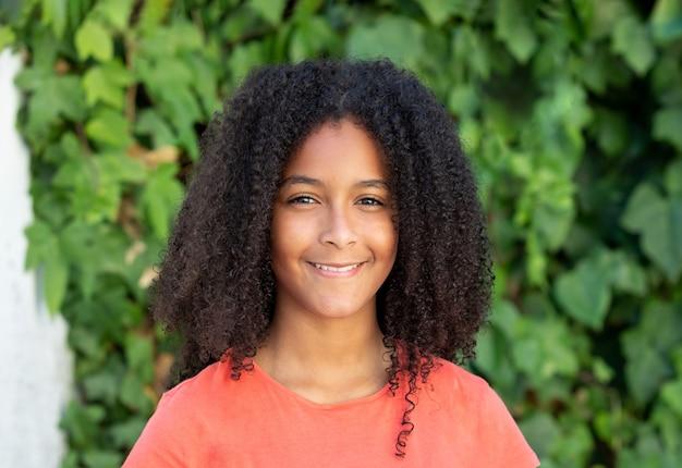 Красивая афро девушка подростка