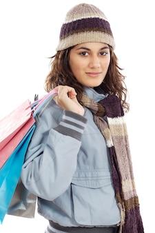 買い物袋を持つ魅力的な女の子は、白い背景に