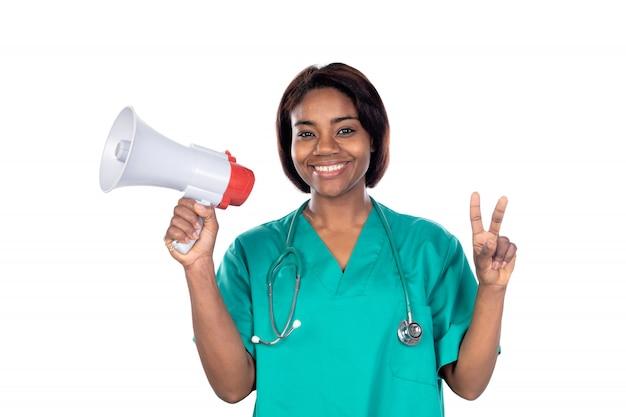 Доктор с зеленой униформой и мегафоном