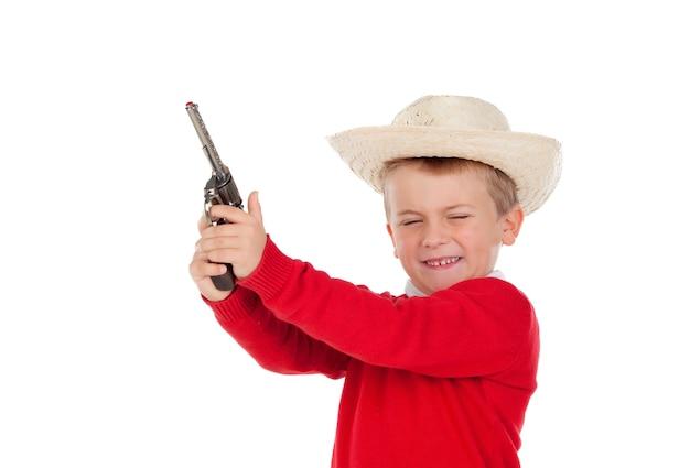 小さな男の子、銃を持って遊ぶ
