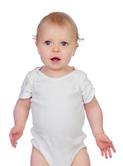 青い目と金髪の毛が立った小さな赤ちゃん