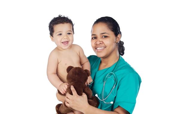 Очаровательный врач с ребенком