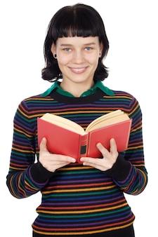 上の白い背景を読んでいる魅力的な女