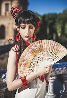 若い優雅なフラメンコダンサー