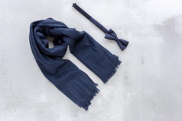スカーフと蝶ネクタイのトップビュー