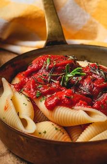 トマトソースの自家製イタリアンパスタ