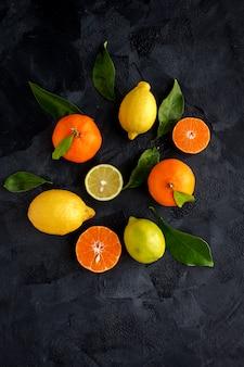上から見たオレンジ、みかん、レモン