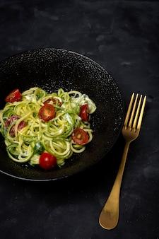 野菜とズッキーニの麺