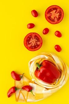 赤い果物や野菜の品揃え