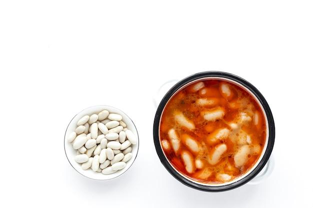 自家製の伝統的な豆のシチュー