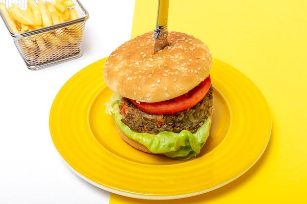 Домашний веганский чечевичный бургер