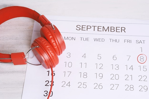 ヘッドフォンでカレンダー。