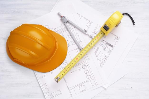 鉛筆、フレキソメーター、ヘルメットの家計画。