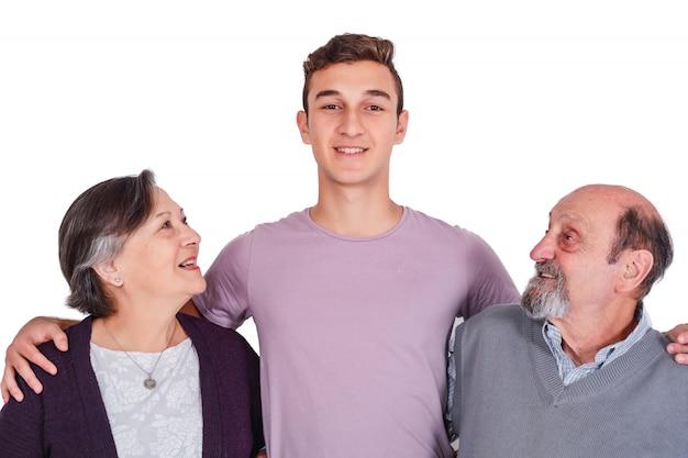 彼の祖父母と孫の笑顔の肖像画