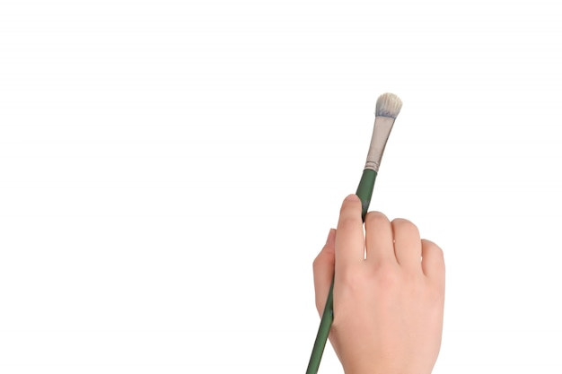 ペイントブラシを持っている女性の手