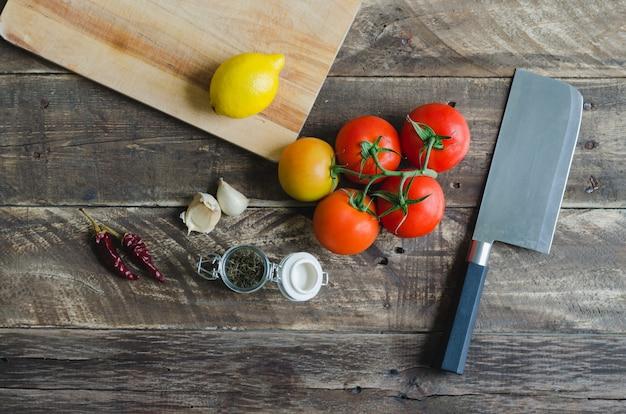 Ингредиенты и посуда для приготовления пищи. вид сверху.